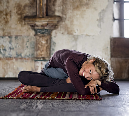 square yin  yin yogahouding ⋆ yoga online