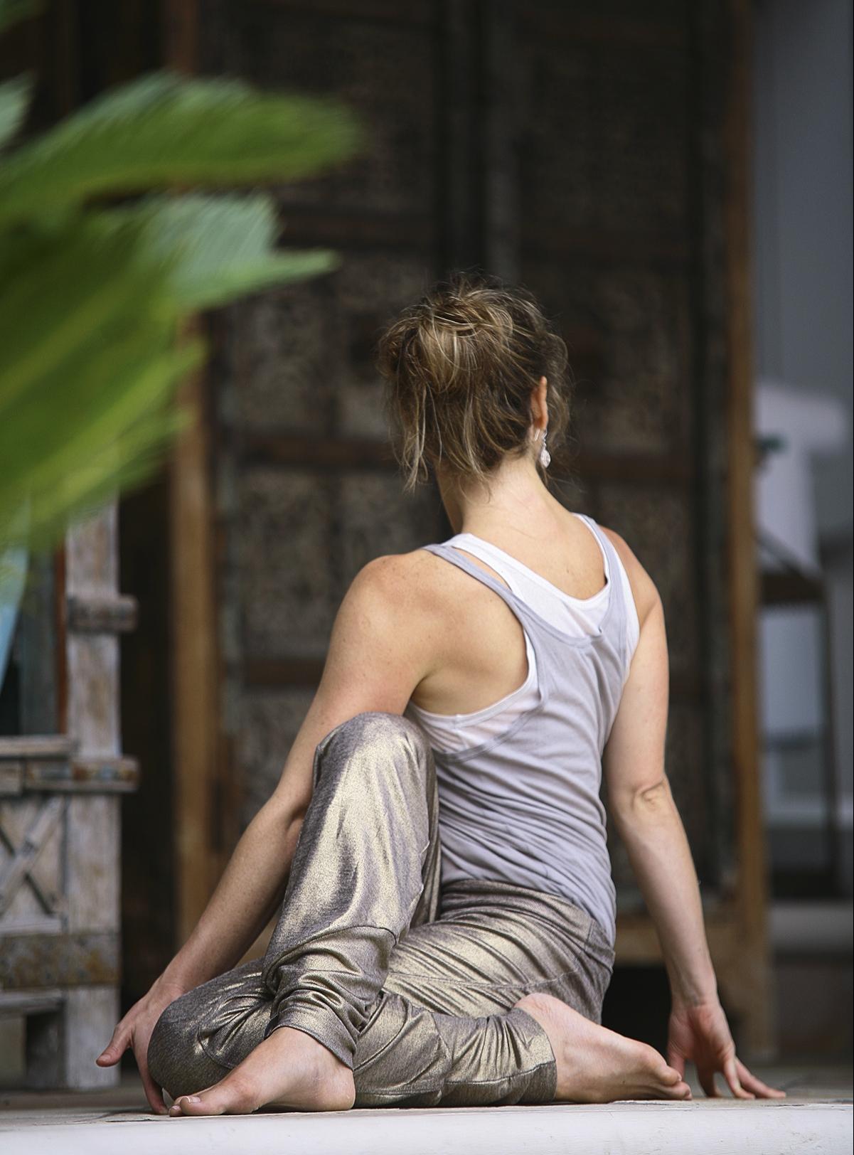 Yoga oefeningen voor de bovenrug - Zittende twist