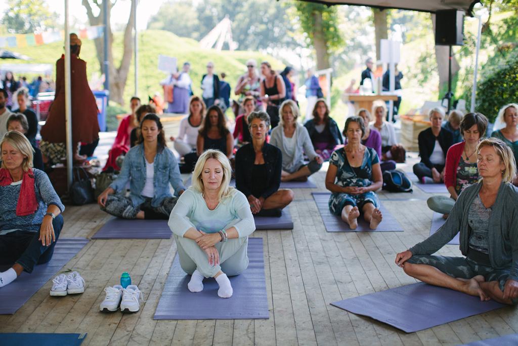 happinez festival yoga