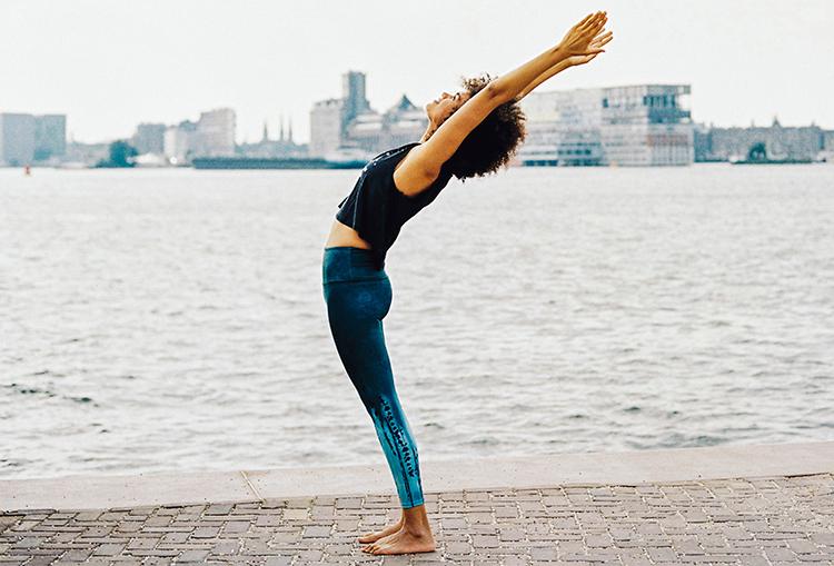 Yoga houdt je jong - Halve Maan