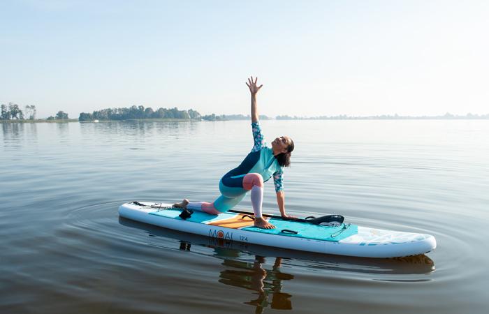 sup yoga - gedraaide lunge