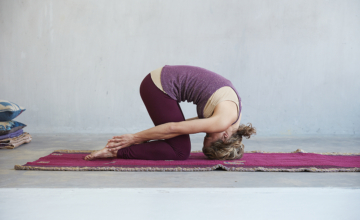 Verlicht spanning in nek en schouders met deze yoga oefeningen