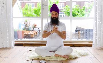 Breng je hormonen in balans met yoga