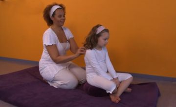 Kinderyoga: pizza bakken als rugmassage