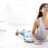 Tips om vaker én met plezier thuis yoga te doen