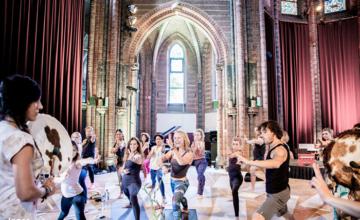 Yoga in bijzondere kerken in Amsterdam