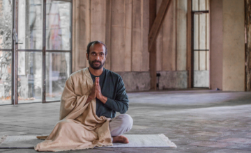 Yogadocent Vijay Gopala: 'Maak ruimte voor het pure zelf'