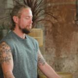 Yoga voor mannen: Activerende flow voor nieuwe energie