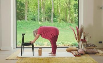 Plus-size yoga: variaties op de Zonnegroet