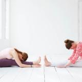 Zo voorkom je blessures bij online yoga