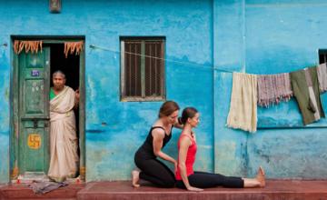 Het verhaal achter Dandasana: support jezelf